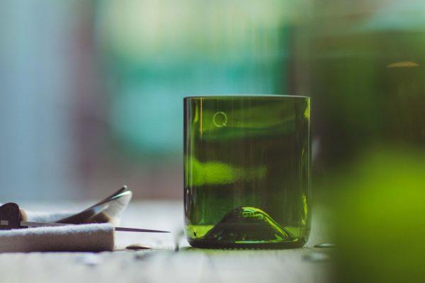 Bouteille de vin upcyclée en verre élégant et sobre pour le petit je ne sais quoi