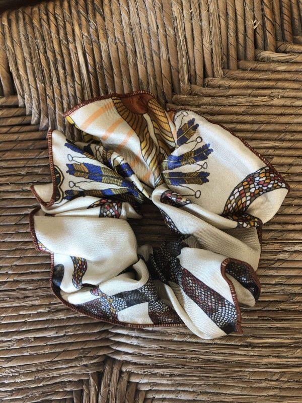 Chouchou en soie avec des motifs serpent pour l petit je ne sais quoi