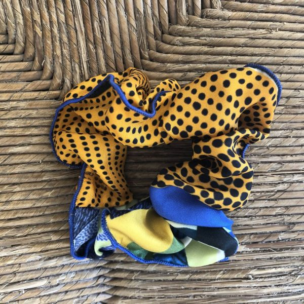 Chouchou jaune et bleu en soie de la maison de soierie lyonnaise maison sams pour l petit je ne sais quoi